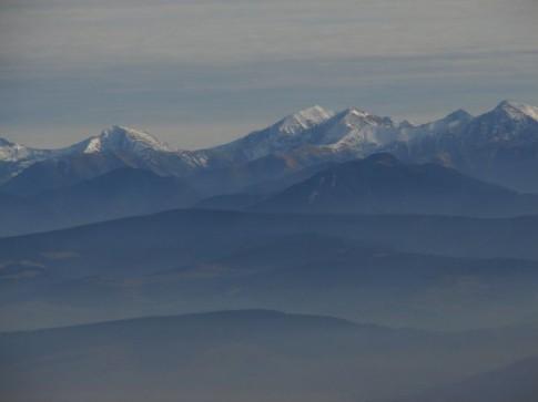 Tatry Wysokie z Pilska widoczne od lewej: Kamienista, Błyszcz, najwyższa w Tatrach Zachodnich Bystra i Jarząbczy